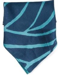 Pañuelo de bolsillo estampado azul marino de Kelly Wearstler