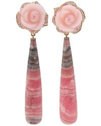 Pendientes con print de flores rosados de Irene Neuwirth