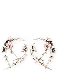 Pendientes con print de flores rosados de Shaun Leane