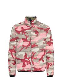 Plumífero de camuflaje rosado de Valentino