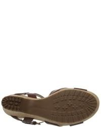Sandalias con cuña de cuero en marrón oscuro de Bandolino