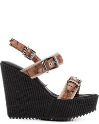 Sandalias con cuña de cuero en marrón oscuro de Barbara Bui