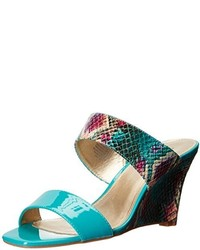 Sandalias con cuña de cuero en verde azulado