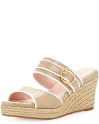 Sandalias con cuña en beige