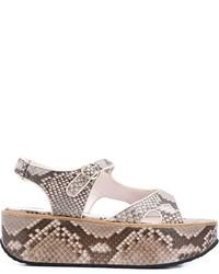 Sandalias de cuero con print de serpiente marrón claro de Victoria Beckham