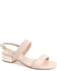 Sandalias de tacón de cuero con adornos en beige