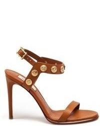 Sandalias de tacón de cuero con tachuelas marrón claro de Valentino Garavani