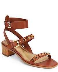 Sandalias de tacón de cuero con tachuelas marrónes