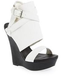Sandalias de tacón de cuero gruesas en blanco y negro