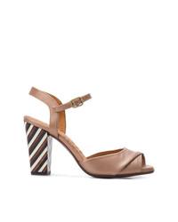 Sandalias de tacón de cuero marrón claro de Chie Mihara