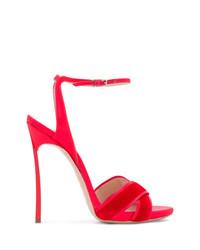 Sandalias de tacón de satén rojas de Casadei