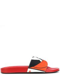 Sandalias estampadas rojas de Versace