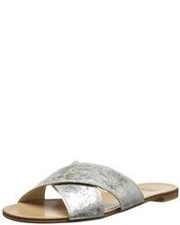 Sandalias planas de cuero con print de serpiente grises de Stuart Weitzman