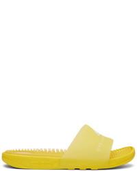 Sandalias planas de goma amarillas