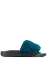 Sandalias planas en verde azulado de Givenchy