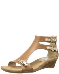 Sandalias romanas de cuero marrón claro de Aerosoles