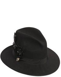 Sombrero de lana con adornos negro