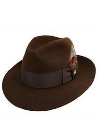 Cómo combinar un sombrero de lana marrón oscuro con un blazer azul ... 72757e241be