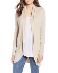 Suéter con cuello chal en beige