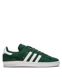 Tenis de ante verde oscuro de adidas