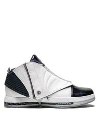Tenis de cuero en blanco y negro de Jordan