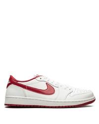 Tenis de cuero en blanco y rojo de Jordan