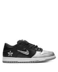 Tenis de cuero en negro y plateado de Nike