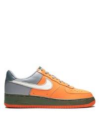 Tenis de cuero naranjas de Nike