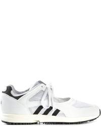 Tenis de rayas horizontales en blanco y negro de adidas