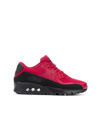 Tenis en rojo y negro de Nike