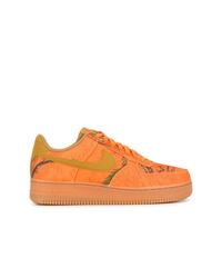 Tenis naranjas de Nike