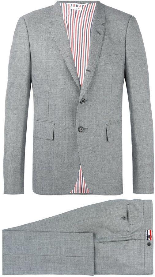 Traje de lana gris de Thom Browne