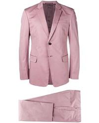 Traje rosado de Prada