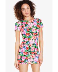 e639ca13b Comprar un vestido ajustado con print de flores en multicolor ...