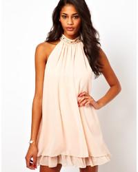 Vestido amplio con adornos en beige