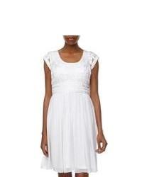 Vestido casual de encaje plisado blanco