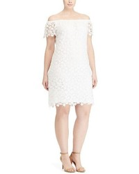 Vestido con hombros al descubierto de encaje blanco