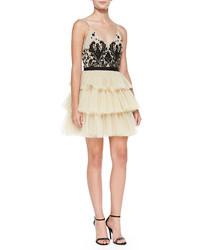 Vestido de fiesta de tul con adornos en beige