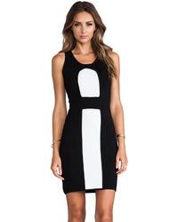 Combinacion de zapatos con vestido negro con blanco