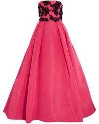 Vestido de noche con adornos rosa