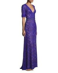 Vestido de noche de encaje en violeta
