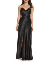 Vestido de noche de satén con recorte negro