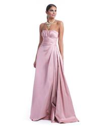 Vestido de noche de satén rosado