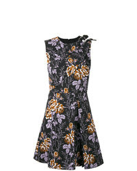 Vestido de vuelo con print de flores negro de Victoria Beckham