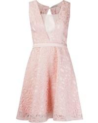 Vestido de vuelo de encaje rosado