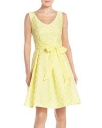 Vestido de vuelo estampado amarillo