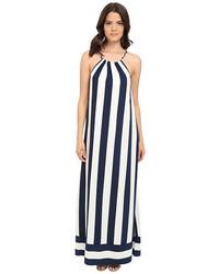Vestido largo de rayas verticales en blanco y negro