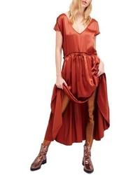 Vestido largo de satén rojo