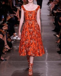 Vestido midi con print de flores naranja