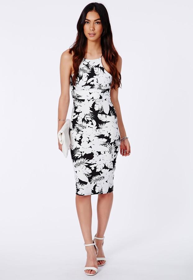 Como combinar un vestido blanco estampado